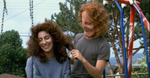 53-32213-cher-and-eric-stoltz-in-mask-1454030564.jpg